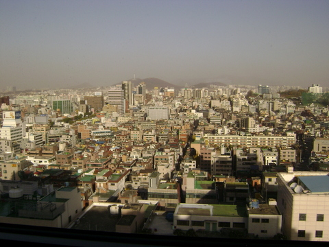 Seoul_from_12_story_lounge_at_ritzc