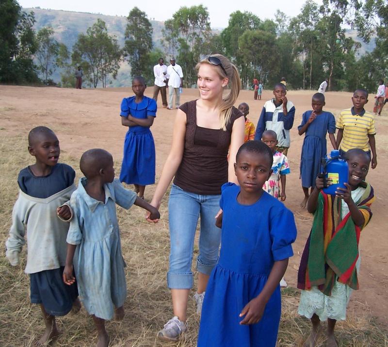 Amy_with_rwandan_kids